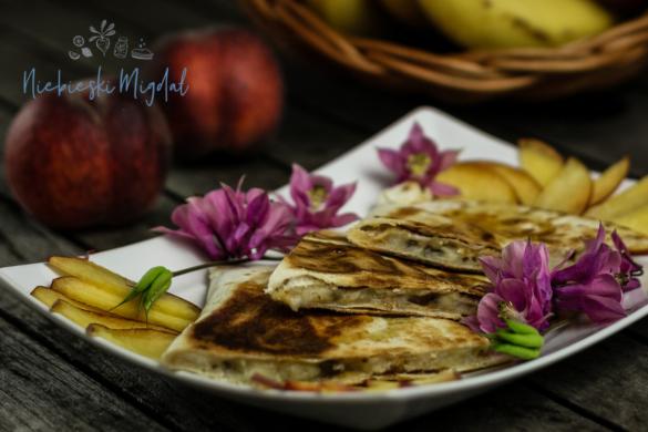 Bananowa Quesadillas_Wegańskie śniadanie_Niebieski Migdał