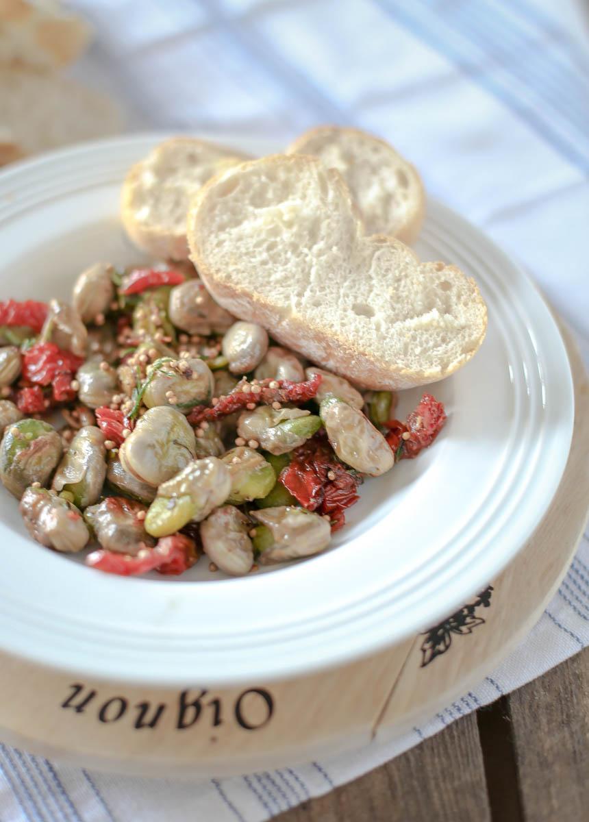 Smażony Bób z Suszonymi Pomidorami i Gorczycą